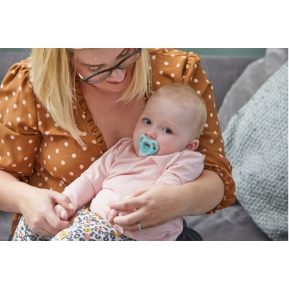Tommee Tippee Ultra-light Soft One-piece Silicone Soother 0-6Months (1pc)
